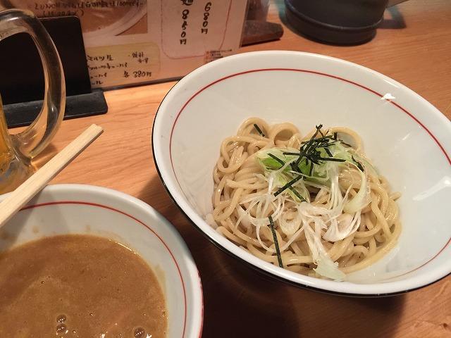 天六の麺と人